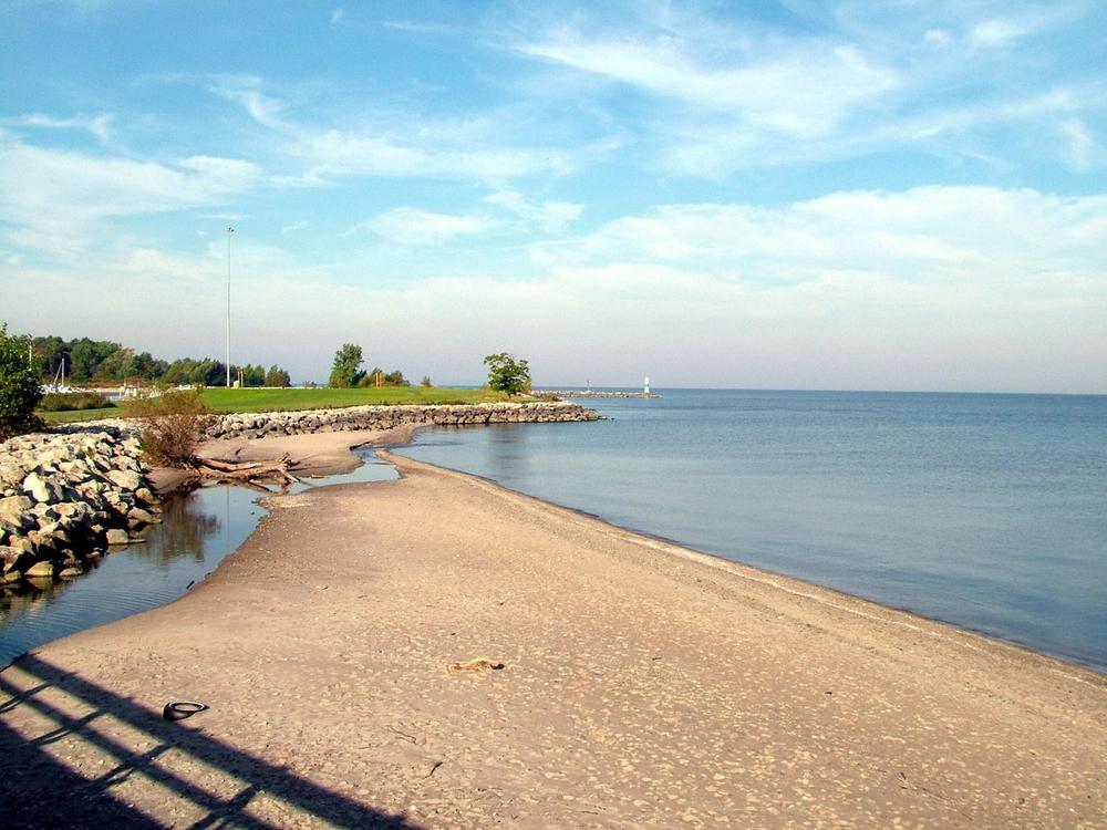 Geneva beach inn Ohio with sandy shore and blue Lake Erie waters.
