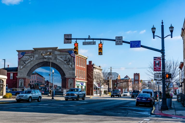 Main Street of Circleville Ohio with interesting arched building and storefronts lining the street.