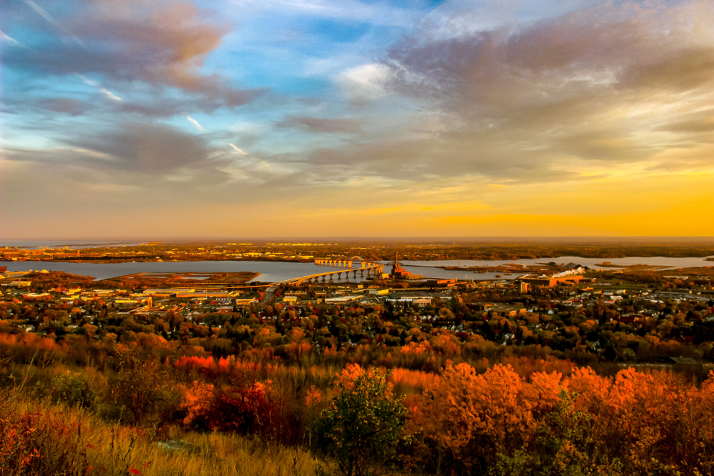 A beautiful autumn view over the city of Duluth in an article about things to do in Duluth