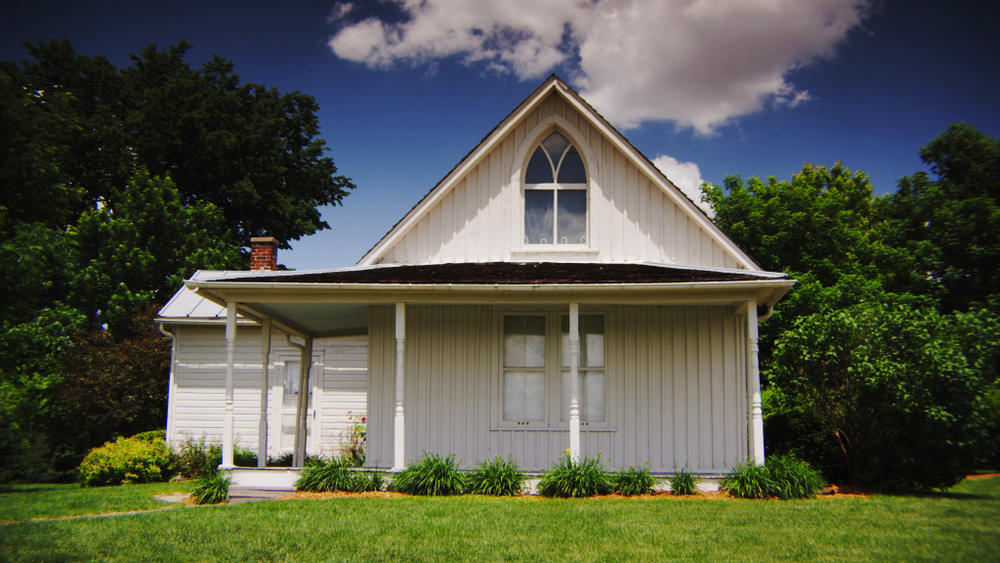 The front of the American Gothic House, a simple, white building and one of the best things to do in Iowa.