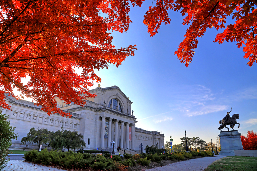The St. Louis Art Museum with red leaves in the foreground.