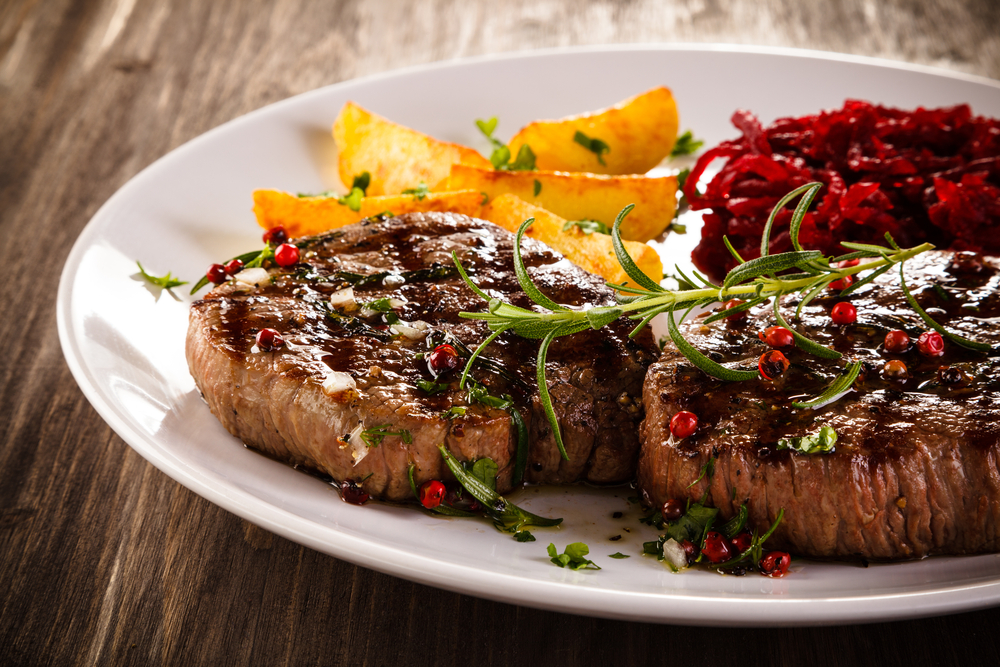Grilled steak with potatoes and beetroot