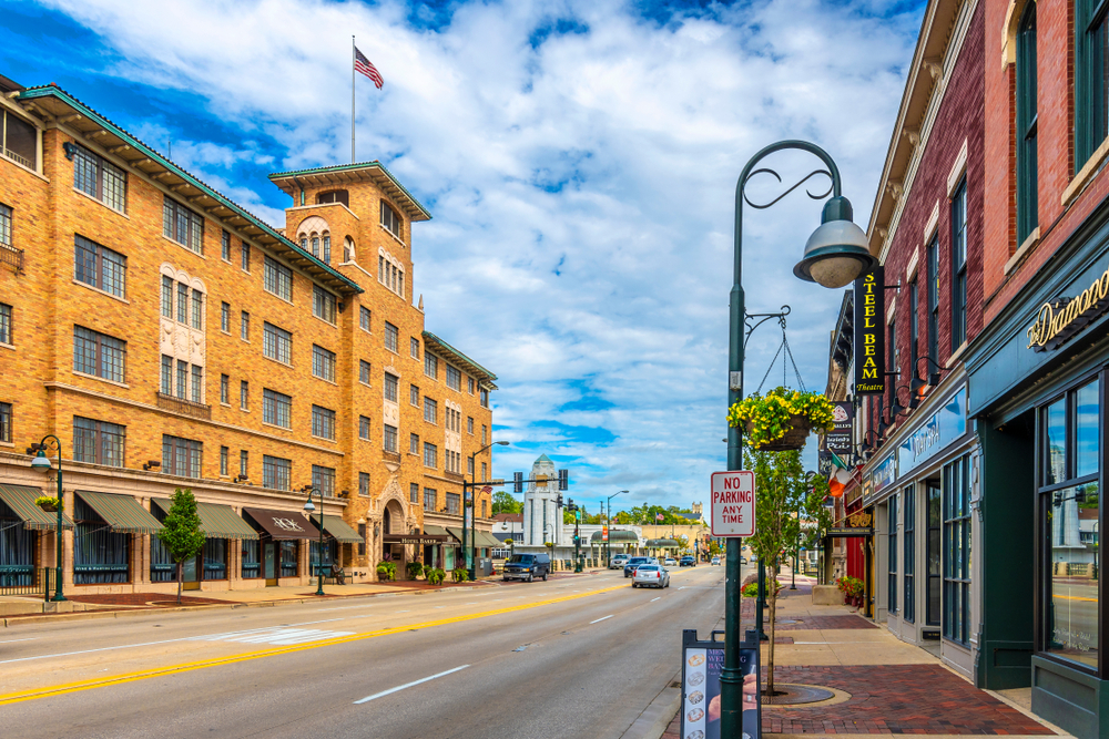 Downtown St. Charles is a great place for a romantic stroll.