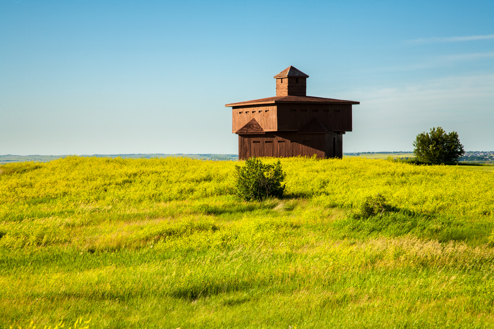 Small wooden building in a ground covered with grass things to do in north dakota